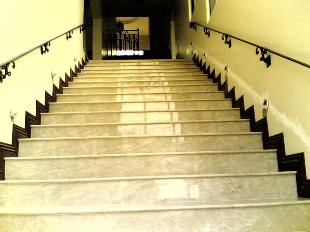 Boticina_Cream Stairs