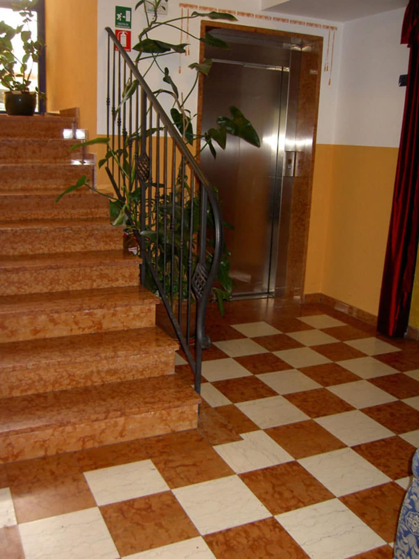 Rosso-Verona-escalier