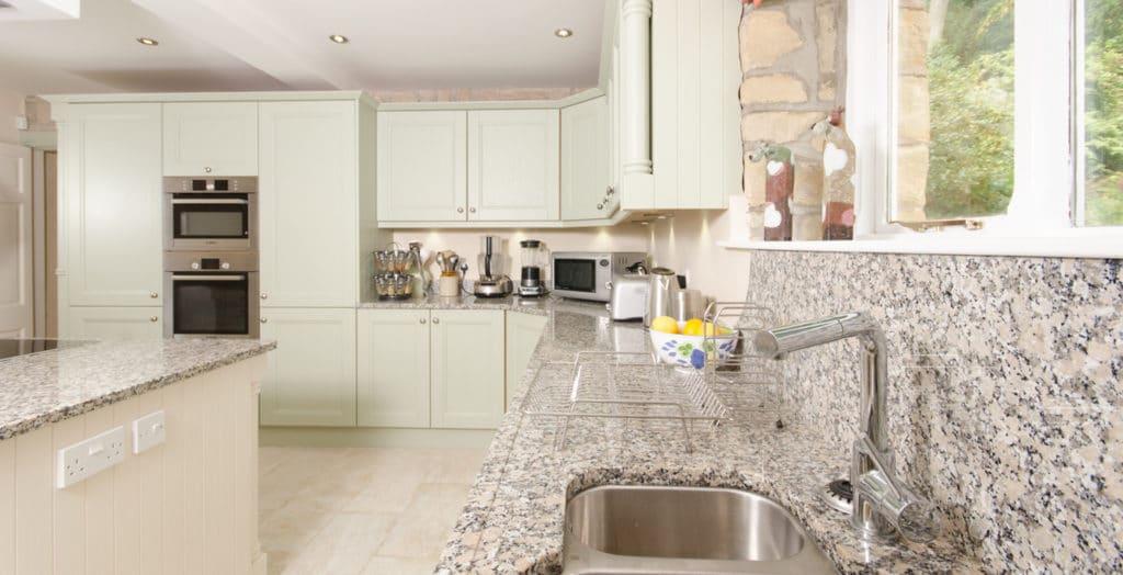 Gris Mondariz kitchen