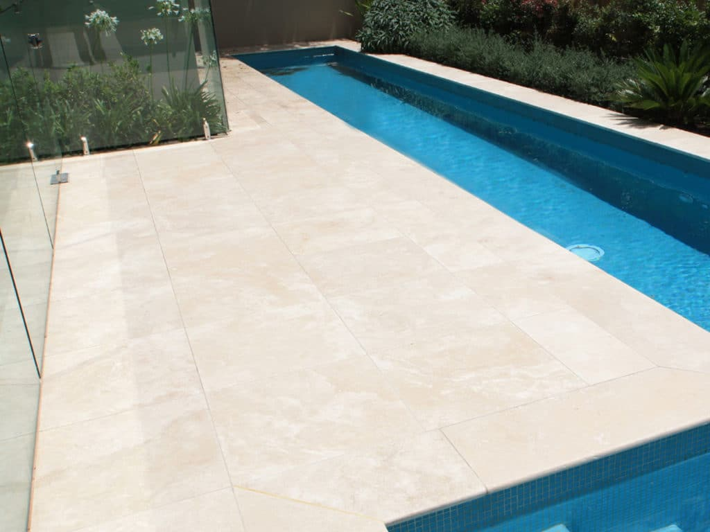 Classic Light Travertine piscine