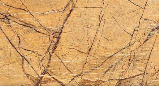 Le Rain Forest Gold est une magnifique pierre aux tonalités dorées qui réchauffe élégamment une décoration
