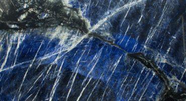 Avez-vous pensé aux pierres naturelles bleues pour une décoration d'exception ?