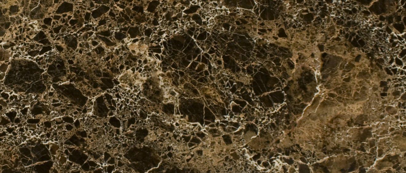 Le gold est une valeur sûre en matière de décoration. En effet, les tons dorés réchauffent l'ambiance et sont faciles à marier. Découvrez les pierres naturelles naturelles à adopter. Marbre Import
