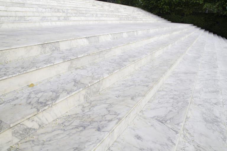 Escalier en marbre blanc Italien - Marbre Import