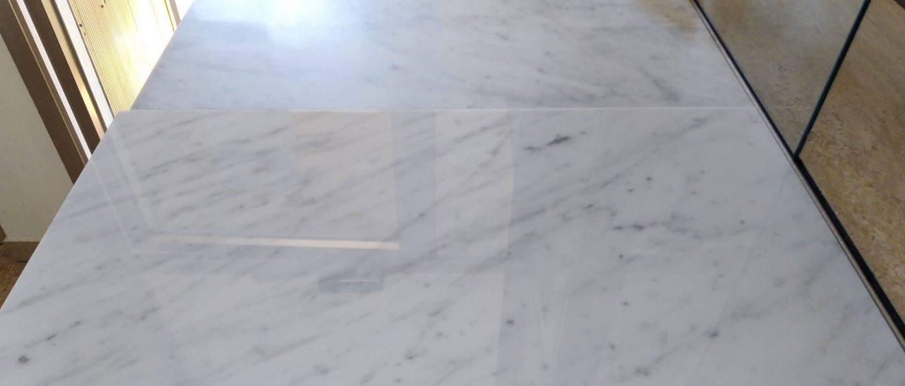 Marbre Import - Les différentes finitions du marbre: finition polie miroir, finition adoucie, finition vieillie, sablée, flamée ou flammée brossée, laquelle choisir ?